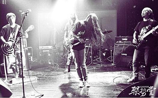 让金属乐迷日有所思夜有所想的声音,评论剃刀乐队