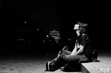 王建房的摇滚是对生活的思考,是对待世间磨难的一种态度