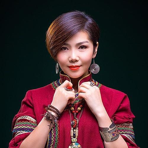 《歌在飞》演唱者,知名歌手苏勒亚其其格给中国摇滚纪录发来关注视频